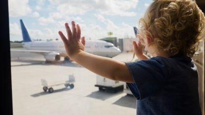 Vliegen met kinderen: hoe houd je de reis zo ontspannen mogelijk?