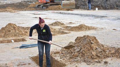 Romeinse waterputten aangetroffen tijdens  archeologisch onderzoek op gewezen voetbalterrein