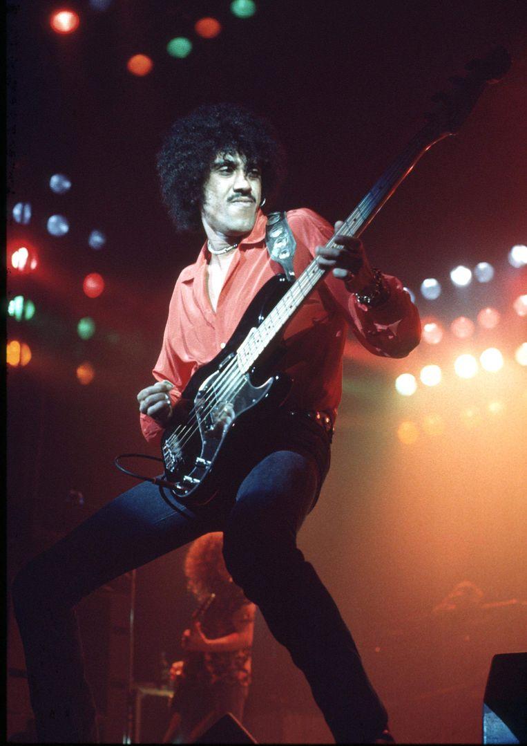 Phil Lynott treedt op met Thin Lizzy in 1976. Beeld Ian Dickinson