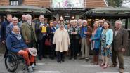 Serviceclub plaatst defibrillator aan brasserie in Postel