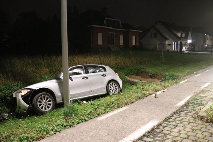 De bestuurder kwam met zijn BMW in de gracht terecht.