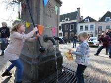 Stadspompen op de Markt in Wijk bij Duurstede doen het weer