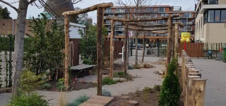 Speelplein Teresiaschool Waalwijk verandert van grijs in groen