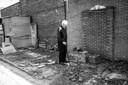 Cor Smulders op de plek waar hij zijn duiven hield, foto gemaakt door zijn dochter Petrie Smulders.