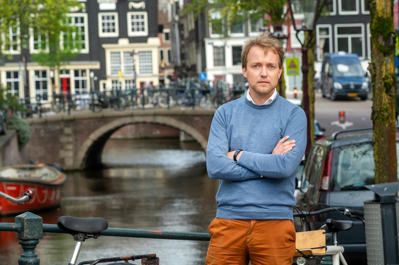 Lennart van der Linden in de drie-eenheid sweater, overhemd en gekleurde broek. Beeld ANP
