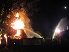 Woning in Rhenen verwoest door brand in rieten kap
