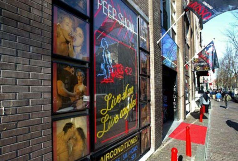 Het wereldberoemde sekstheater Casa Rosso op de Wallen in Amsterdam moet dicht. Uit onderzoek blijkt dat het theater 'kan worden misbruikt voor criminele activiteiten'. (ANP) Beeld