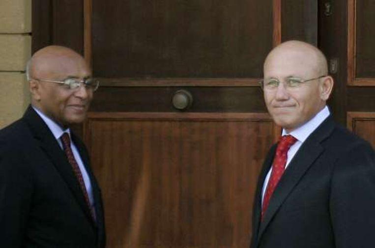 De Turks-Cypriotische leider Mehmet Ali Talat, rechts op de foto.