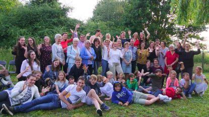 Leerlingen en leerkrachten nemen afscheid van schooltje Landuit