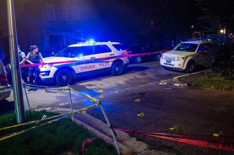 Agenten in Chicago op de plaats van een schietpartij vrijdag.