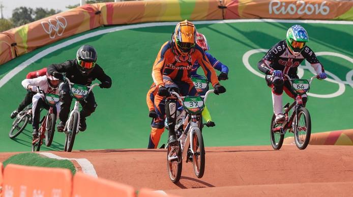 Jelle van Gorkom (nummer 37) in actie op de olympische crossbaan in Rio.