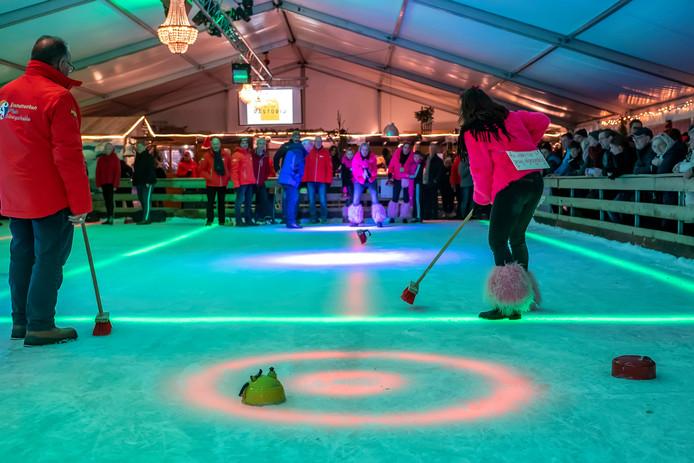 20191214 - HOOGERHEIDE - Pix4Profs/Tonny Presser -    fluitketelschuiven op ijsbaan