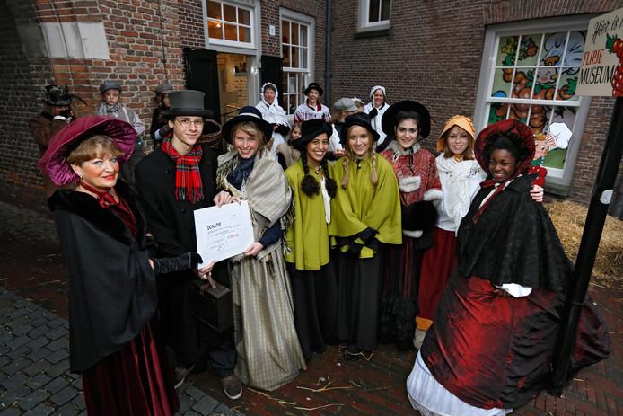 In Tiel wordt de kerstmarkt al jaren gehouden in de sfeer van Dickens.