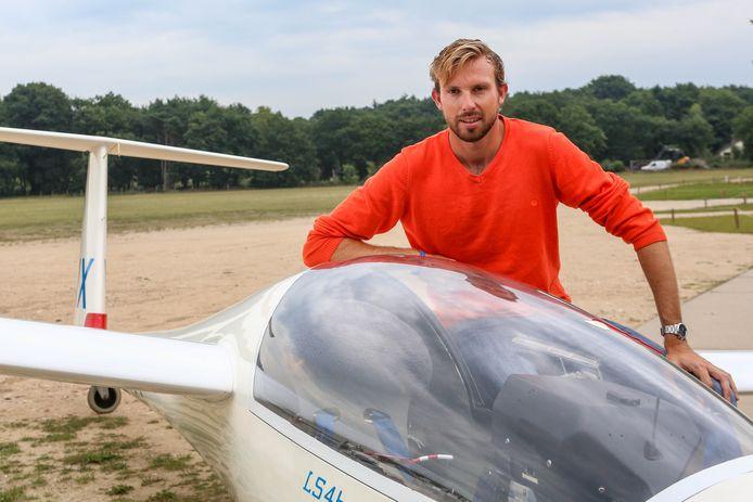 Zweefvlieger Tim Kuijpers, vorig jaar nadat hij Europees kampioen was geworden.