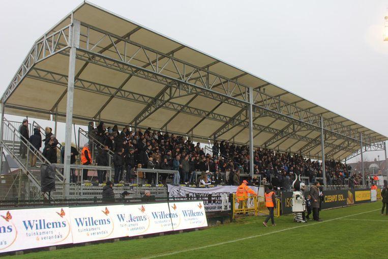Eindelijk staat de K-tribune terug in het Pierre Cornelisstadion.