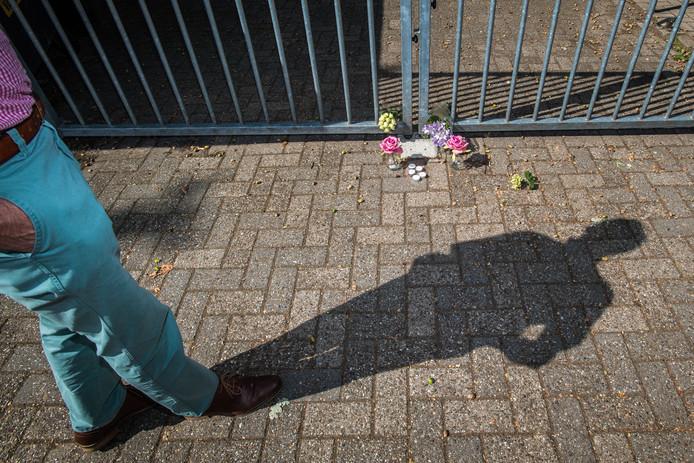 De herdenkingsplek bij MvR voor Tijmen, hier nog lang niet zo groot als aan het eind van het weekend.