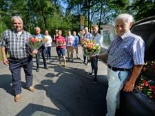 Medewerkers woongroepen LosserHof in de bloemetjes gezet voor hun inzet
