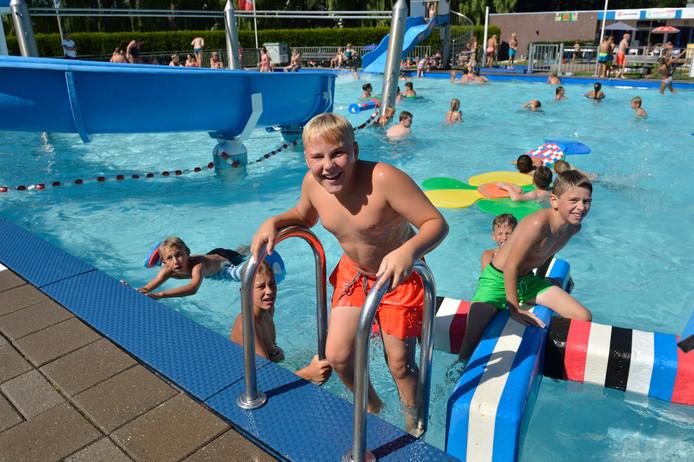 Achieffoto zwembad Ons Polderbad.