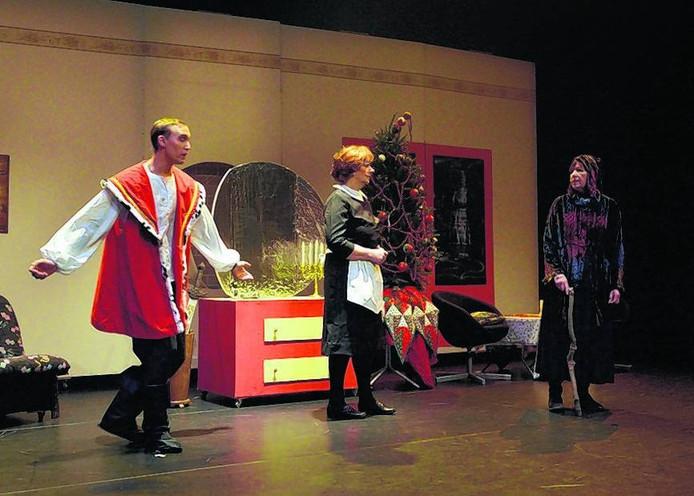 Een scène uit Sneeuwwitje en de zwavelstokjes van theatergroep Respect. foto Awe Krijger/het fotoburo