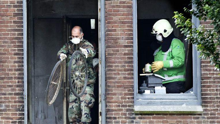 Politie doorzoekt de woning in Den Helder. Beeld anp