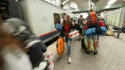 """Volle """"Party Train"""" vervoert 150 feestvierders naar Rock Werchter"""