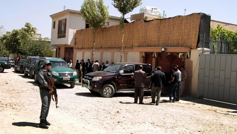 Afghaanse politie bij het kantoor van de Duitse hulporganisatie GIZ in Kaboel.