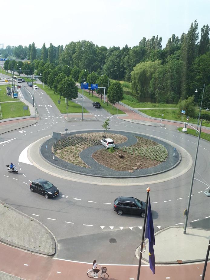 De rotonde bij de Overkampweg in Dordrecht.
