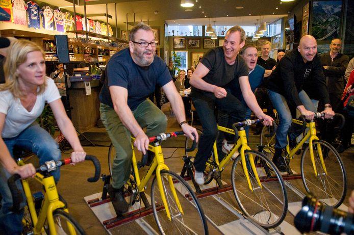 Wim Opbrouck in 2011 samen met enkele collega's uit de reeks De Ronde: actrice An Miller, acteur Wim Opbrouck, regisseur Jan Eelen. Samen met ex-wielrenner Ludo Dierckxsens rijden ze, aangemoedigd door Freddy Maertens, een koers op rollen.