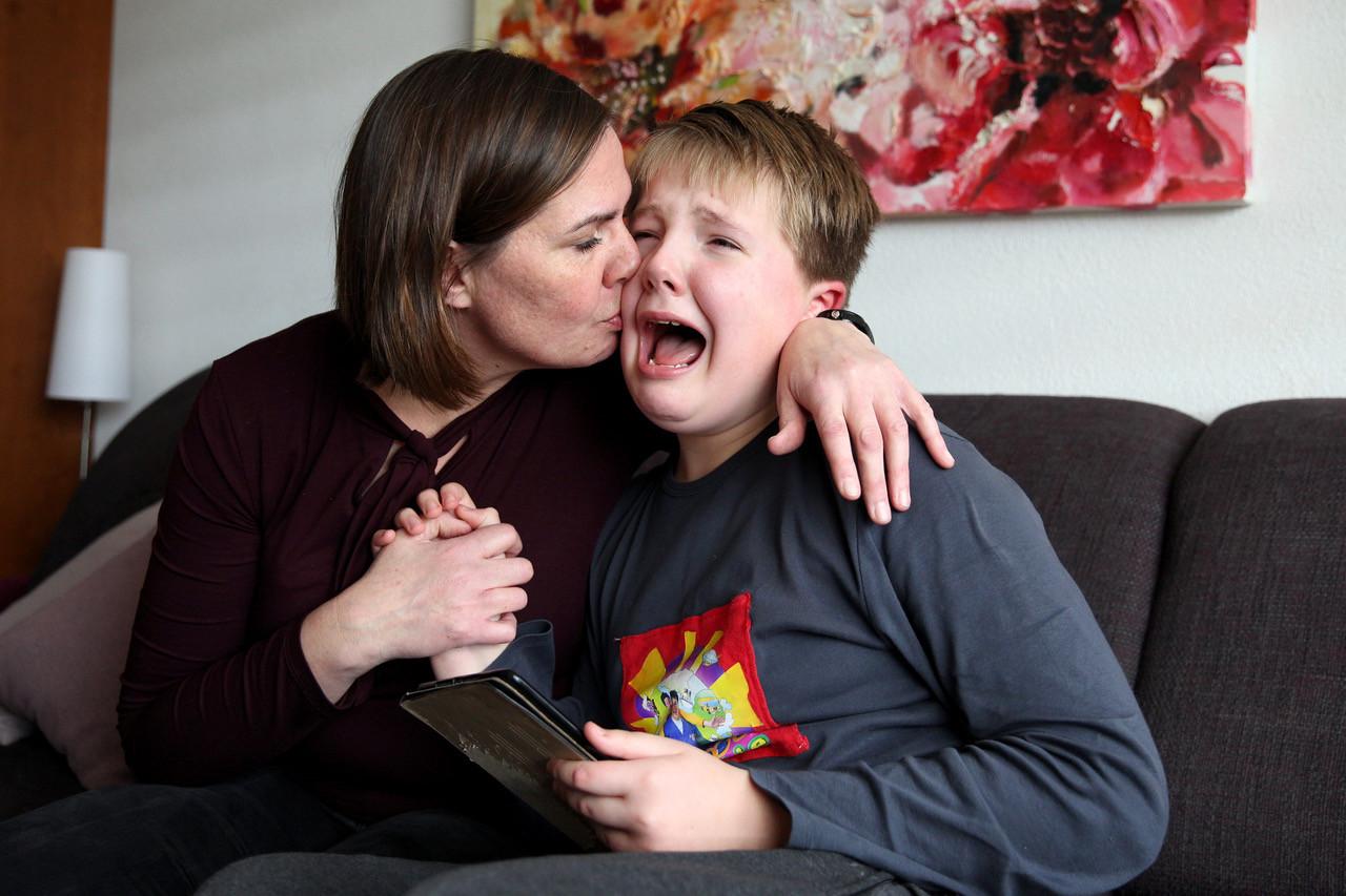 Als Syb (11) thuis is, zijn zijn ouders de hele dag met hem in de weer. Zijn buien kunnen met de minuut verschillen en hij heeft veel behoefte aan regelmaat.