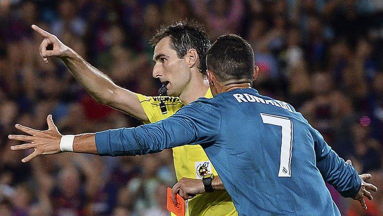 Woede bij Ronaldo nadat hij zijn tweede gele kaart heeft gekregen Beeld anp