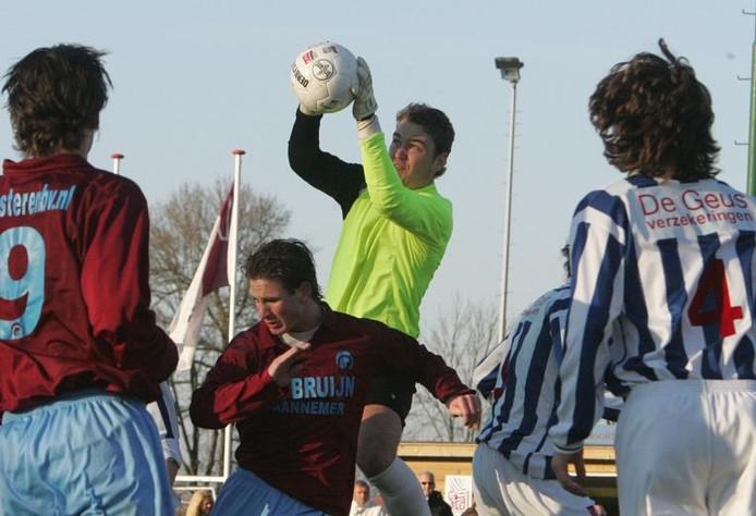 Oud Vitesse-doelman (jeugd) Armand van den Top staat nu in het doel bij de ambitieuze hoofdklasser FC Lienden. foto Cord Otting