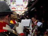 Straatbeeld: Eerste carnavalsbier is getapt: Zaokelijk Oeteldonk vult de Korte Put