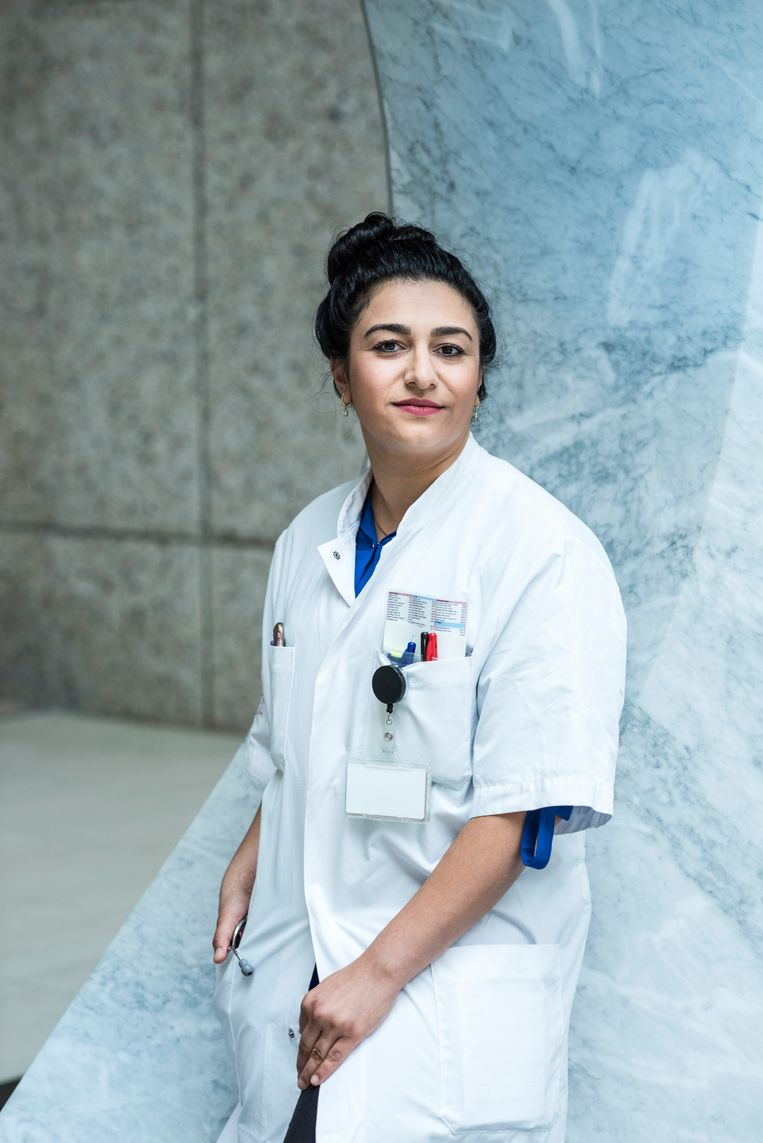 Afghan refugee girl Derakshan Beekzada, now a doctor, photo Linelle Deunk