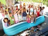 Waterballet in heet Elst, scholieren in Herveld in de schaduw
