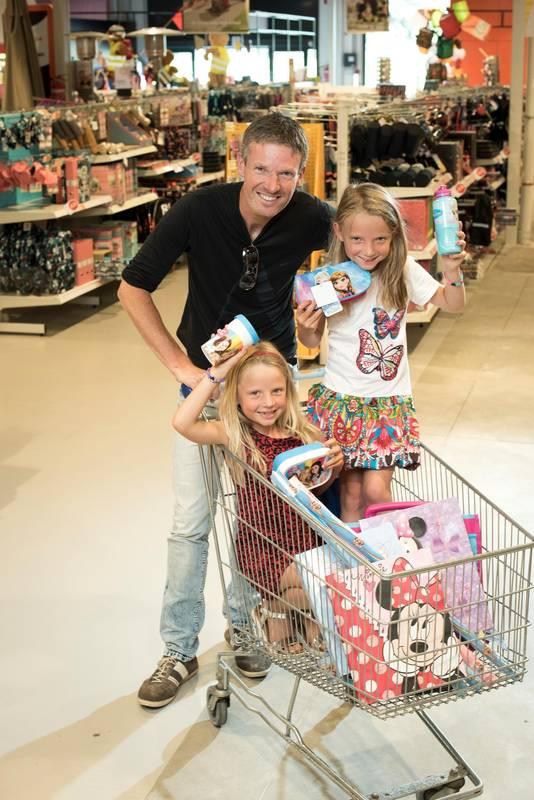 Frank met zijn dochters Sara en Maia.