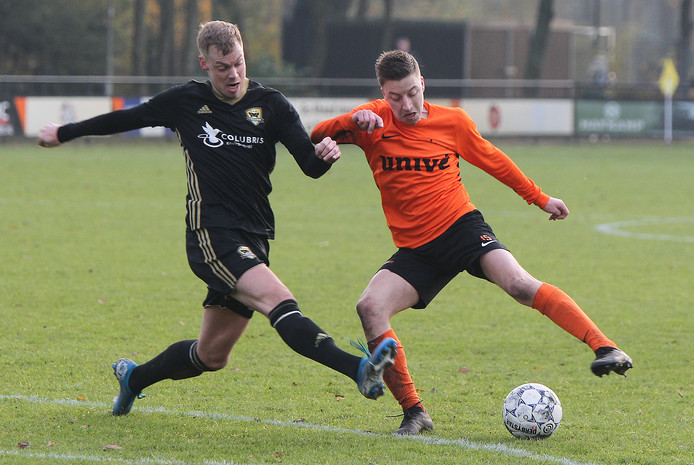 Voorwaarts-spits Bruce Schotman heeft zich dankzij twee treffers tegen FC Winterswijk zondag aan het front van het topscorersklassement gemeld.