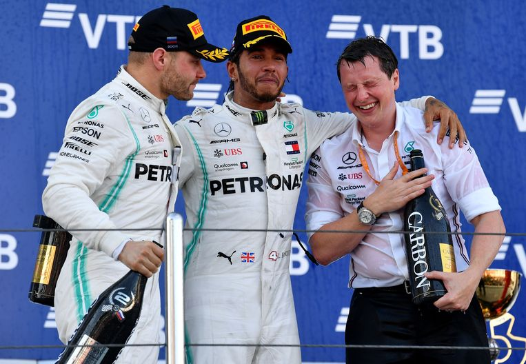 Fred Judd, hoofdingenieur van Mercedes, mocht op het podium delen in de festiviteiten.