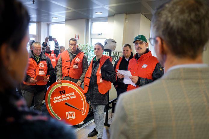 Half maart diende het personeel van de TU Strijen een petitie in tegen de hoge werkdruk en de in hun ogen onfatsoenlijke behandeling van uitzendkrachten.