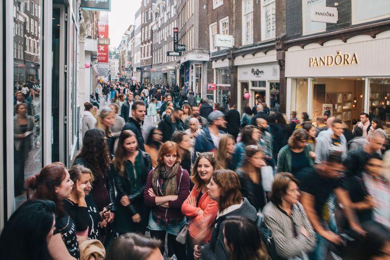 De Amsterdamse Kalverstraat waar bezoekers werden gevolgd met wifitracking.  Beeld Marcel Wogram