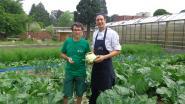 Schoolrestaurant Ten Doorn kookt met groenten uit eigen tuin