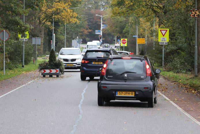 Drukte op de Ringbaan in Molenhoek. Met een nieuwe weg kunnen de problemen daar over zijn. De VVD vreest dat ze elders groter worden.