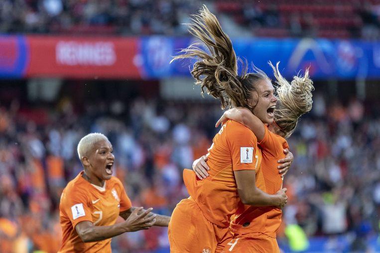 Lieke Martens viert de 1-0 tegen Japan. Beeld BSR Agency