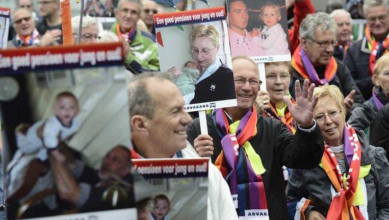 Leden van vakbond Abvakabo FNV demonstreren tegen de afbraak van pensioenen in Den Haag. Beeld anp