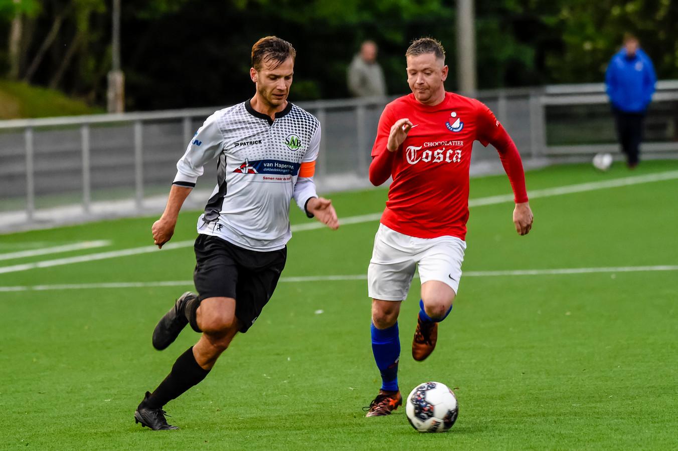 Voor SAB (wit-zwart) bleef het avontuur in de zondag derde klasse A beperkt tot één seizoen. De ploeg van trainer Meindert Dijkstra degradeerde na een nederlaag tegen HVV'24. (archieffoto)