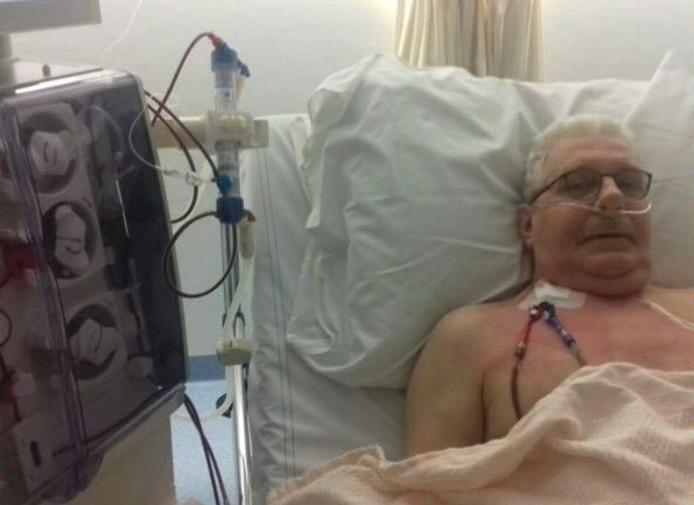 René van der Bruggen (61) ligt nu wekelijks aan het dialyse-apparaat.