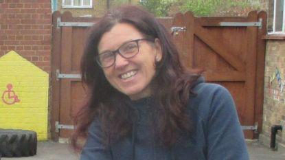 Monica (51) was aan het fietsen toen terrorist genadeloos mes in haar lichaam plantte