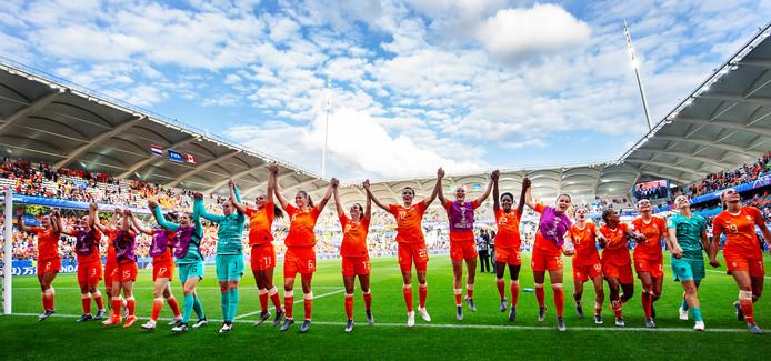 De Oranjevrouwen spelen zaterdag in het bloedhete Valenciennes.