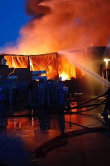 Drie bedrijven volledig in as na brand in Eindhoven