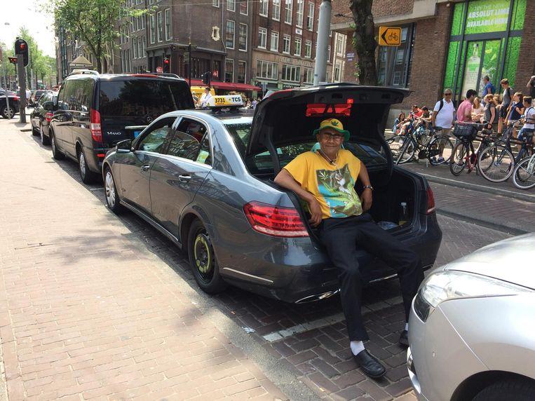 Taxichauffeur Kenneth Coutinho. Beeld Jorien van der Keijl