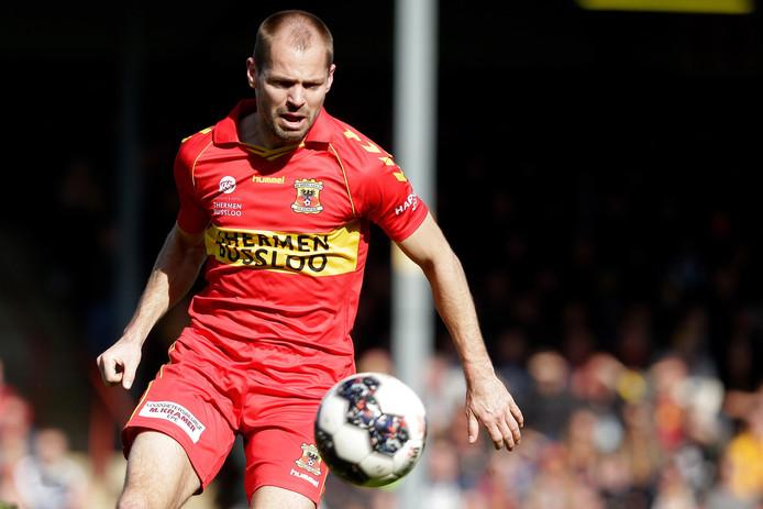 Istvan Bakx in actie voor Go Ahead Eagles, in het duel met FC Twente vorig seizoen.